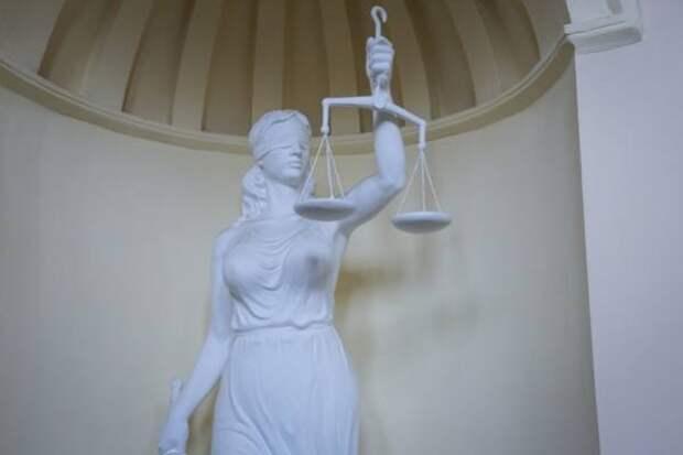В Якутии суд обязал собственников поднять затонувшие суда
