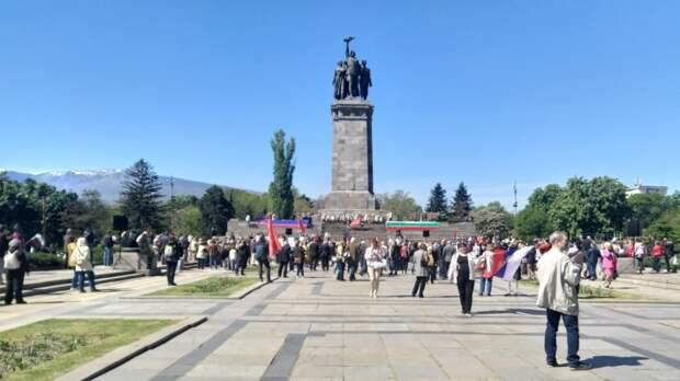 Жители Болгарии пожаловались на попытки властей уничтожить советское прошлое