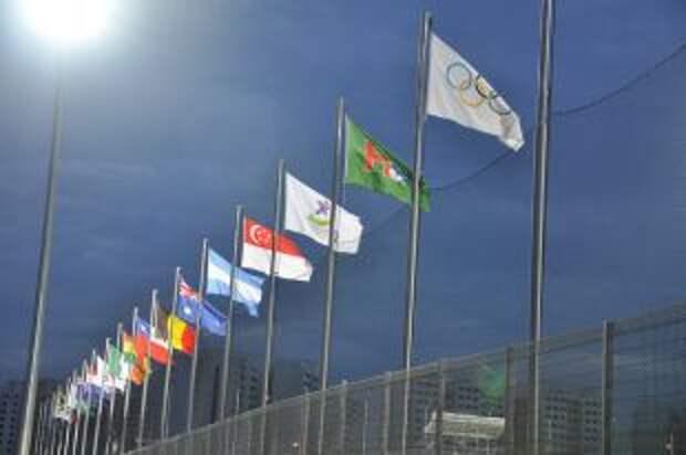 Организаторы Олимпиады попросили участников не кусать медали