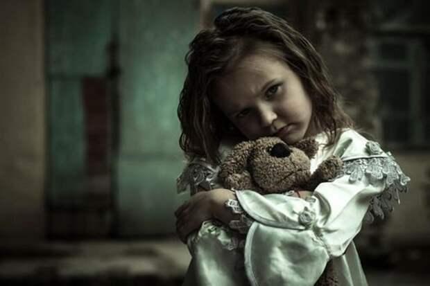 «Отец привел домой дочь своей умершей подруги. Мы ее сразу невзлюбили...»