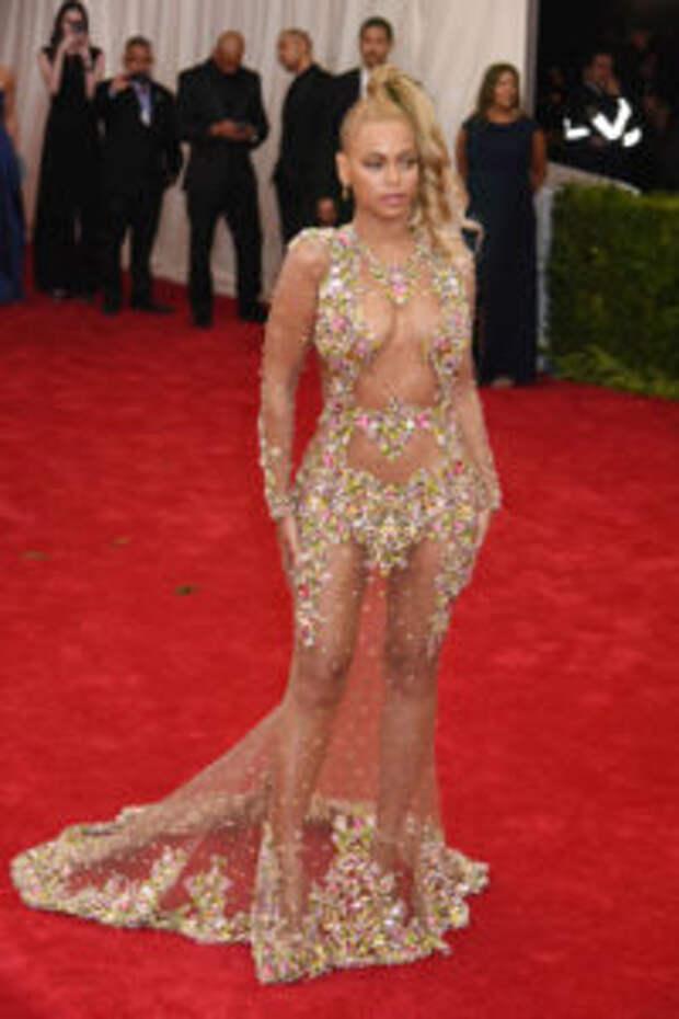 Откровенные прозрачные платья: пикантный наряд для смелых леди