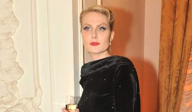 Дочь Литвиновой предстала в необычном наряде на свадьбе Бондарчук