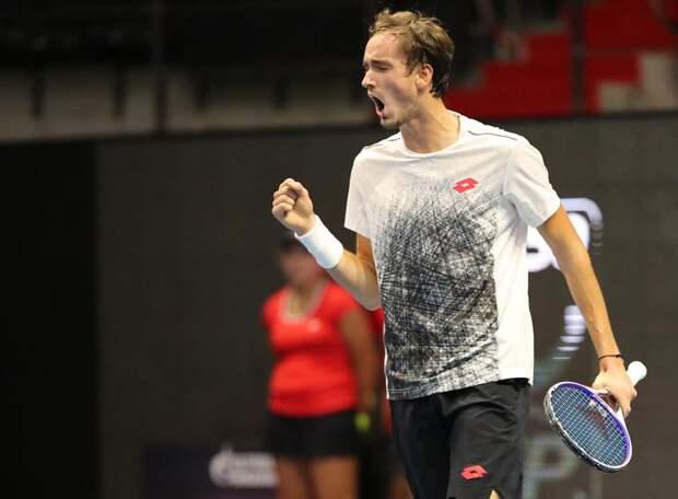 Даниил Медведев поиграл на нервах своих болельщиков, но обыграл американца и вышел в 3-й круг Ролан Гарроса
