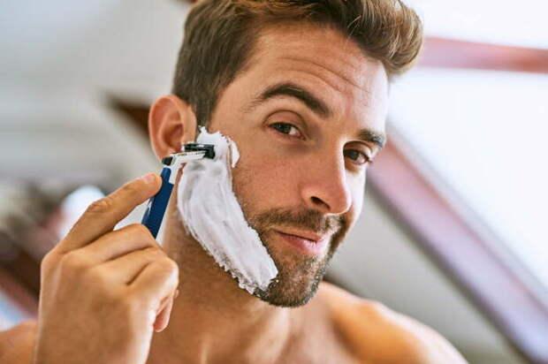 Есть простой, но действенный способ, который поможет быстро почистить бритву. /Фото: img.themanual.com