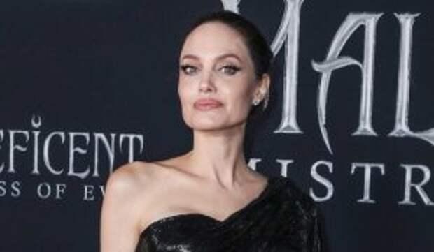 Взбешенная Джоли возмутилась несправедливым судом