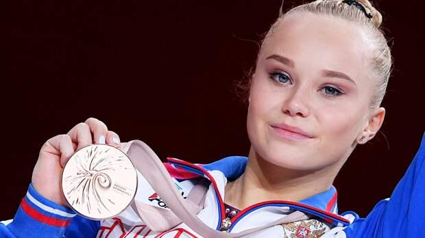 Гимнастка Мельникова взяла бронзу ЧМвличном многоборье. Вэпоху непобедимой Байлз— почти победа