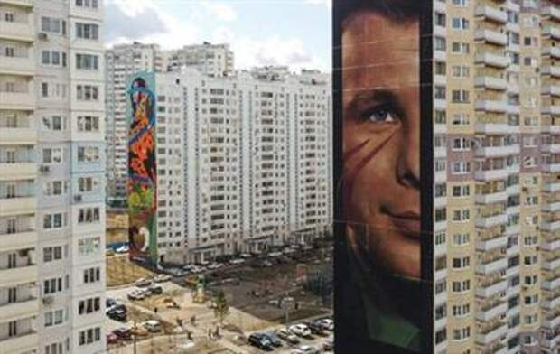 A view shows an apartment block with a mural by street artist Jorit, depicting Soviet cosmonaut Yuri Gagarin, in the town of Odintsovo in Moscow region, Russia April 9, 2021. Picture taken with a drone. REUTERS/Maxim Shemetov