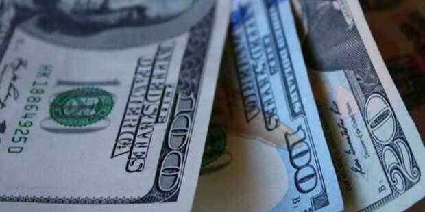 Белорусы набросились на доллары