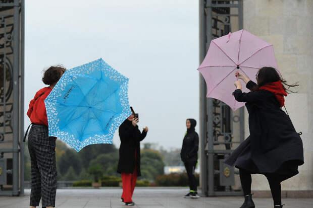 Москвичей предупредили о дожде и порывистом ветре в субботу