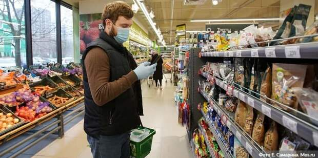 В трех ТЦ на севере Москвы оштрафовали 68 покупателей без масок и перчаток.Фото: Е. Самарин mos.ru