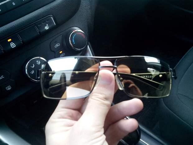 Юрист ставит точку: нужно ли менять права, если водишь в очках без соответствующей отметки
