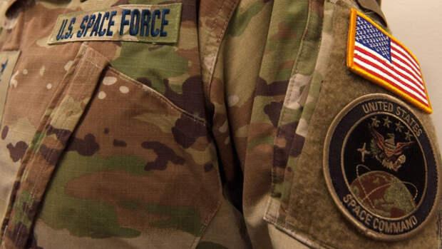 Полковника Космических сил США отстранили от должности после заявления о марксизме