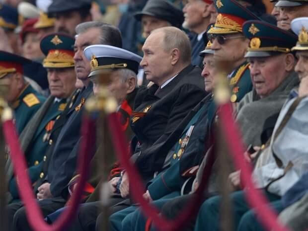 «Истории не существует, только пропаганда»: журналист Пархоменко назвал «безумием» речь Путина в честь 9мая