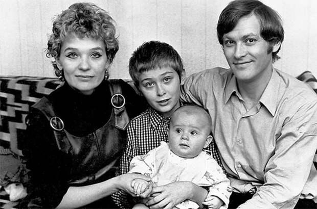 Владимир Ивашов и Светлана Светличная с сыновьями Алексеем и Олегом. / Фото: www.woman.ru