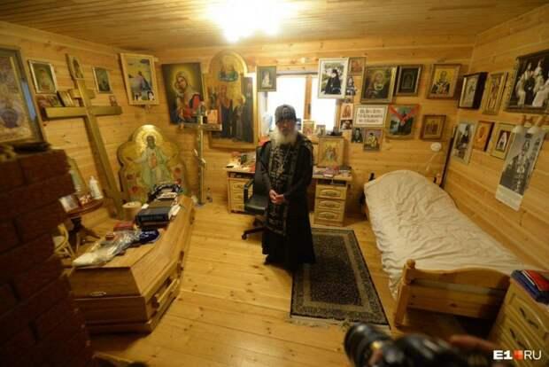 12 фактов о схиигумене Сергие, у которого в келье стоит гроб и портрет Сталина