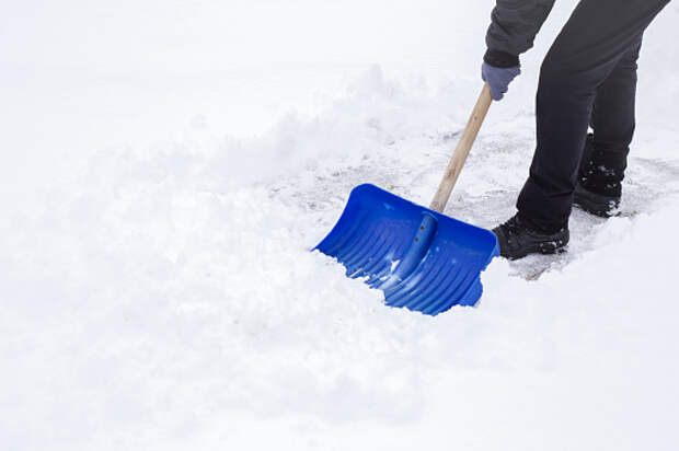 На Академика Королева парковку очистили от снега