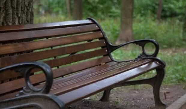 Накрыли пакетом: в Екатеринбурге убольницы налавочке скончался мужчина