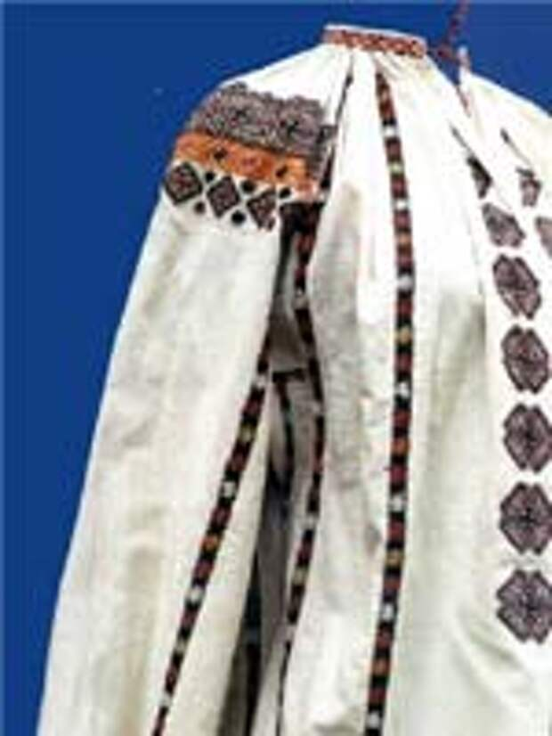Свастика на обрядовой женской рубахе