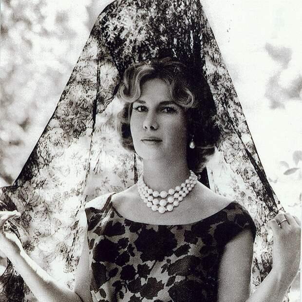 7 фактов про герцогиню Альбу, которой кланялась сама королева Великобритании