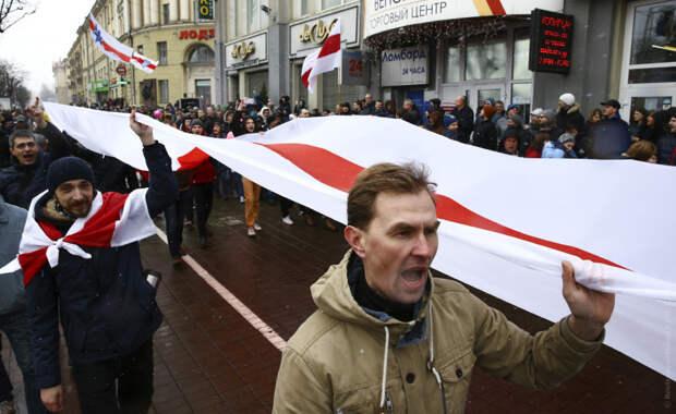 Запад устроил «цветную революцию» в Белоруссии?