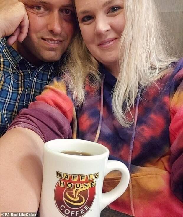 Кортни вышла замуж за пастора Криса в 2008 году - пара познакомилась в церкви