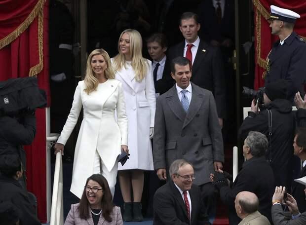 Семья Дональда Трампа прибывает в Капитолий на его инаугурацию. 20 января 2017 года
