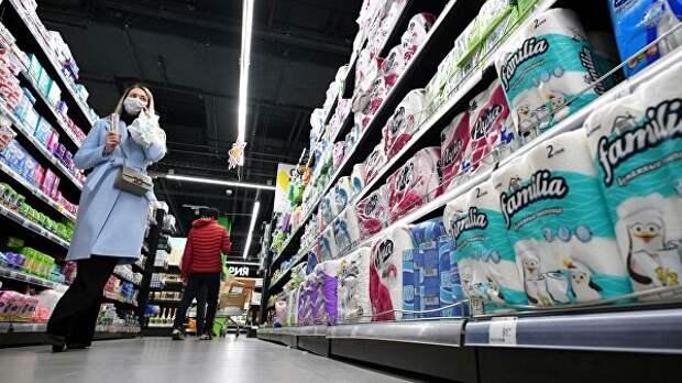 Эксперт рассказал, стоит ли вкладываться в покупки в период обвала рубля