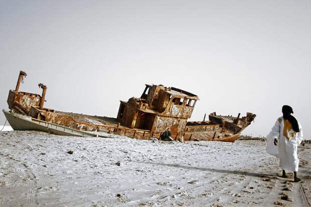 Ржавеющее судно на побережье. Нуакшотт, Мавритания красота, путешествия, фото