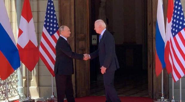 Президенты России и США обменялись любезностями и пожали друг другу руки. Владимир Путин даже пошутил