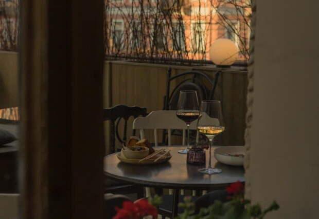 Сезон террас открыт! Вот 19 летних пространств Петербурга — от винного дворика до видовой крыши