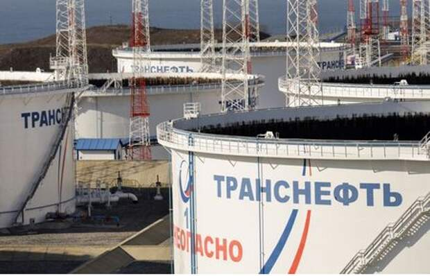 A general view of oil tanks in the Transneft - Kozmino Port near the far eastern town of Nakhodka, Russia November 15, 2017. REUTERS/Yuri Maltsev