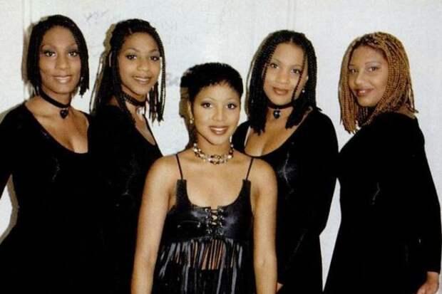 Певица с сестрами в группе *The Braxtons* | Фото: 24smi.org