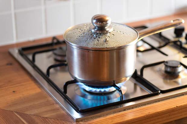 В квартире дома на Декабристов загорелась еда на плите