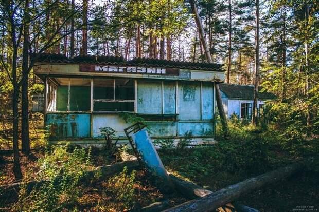 Магазин в пионерлагере изумрудный