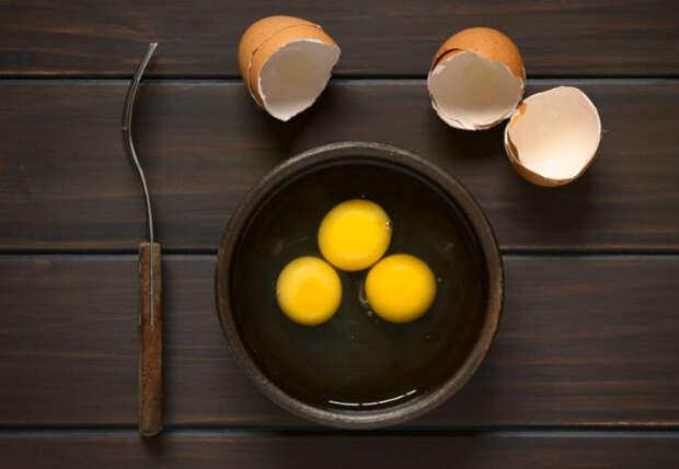 Нужно ли мыть куриные яйца