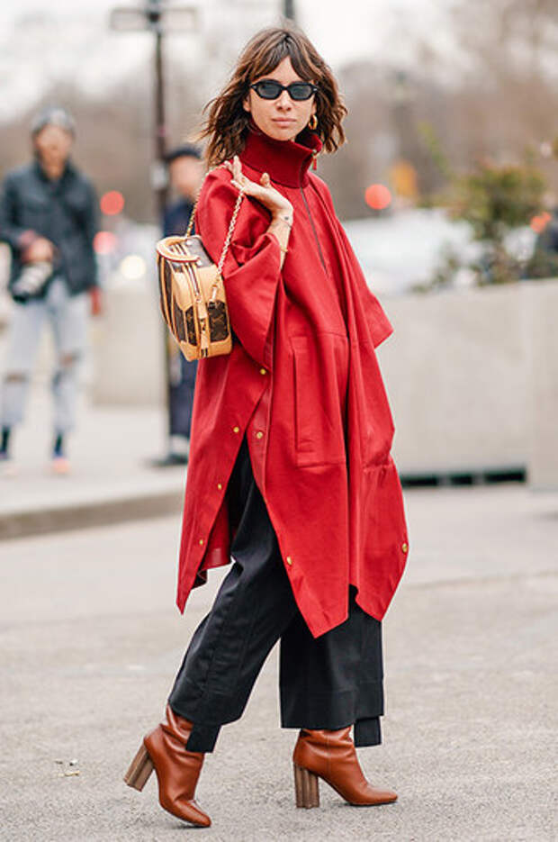 Женщина-кошка: модные кожаные плащи