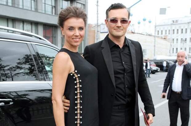 Как сейчас живет 36-летний парень с особенностями, которого 2 года назад усыновили Егор Бероев и Ксения Алферова