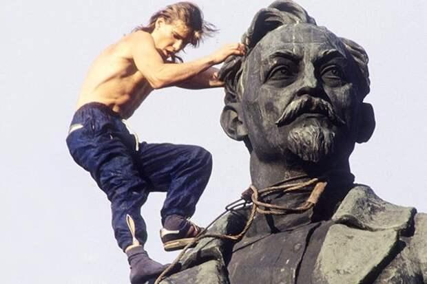 Голосование за памятник Дзержинскому устроили ради Навального