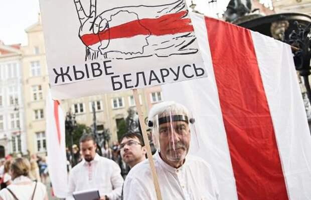 Запад по недомыслию сближает Лукашенко с Россией