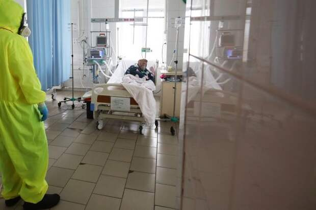 Мурашко назвал напряженной ситуацию с COVID-19 в России
