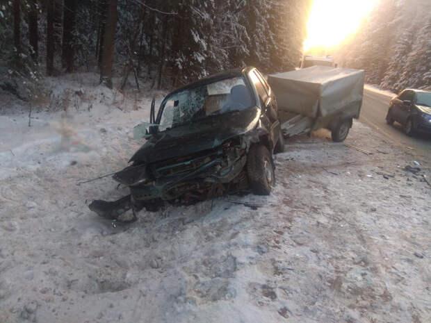 Три человека получили травмы в аварии в Увинском районе