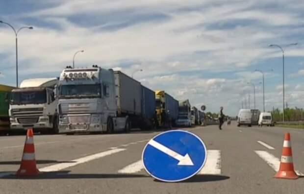 Санкции Москвы в действии: украинские фуры начали тормозить на границе