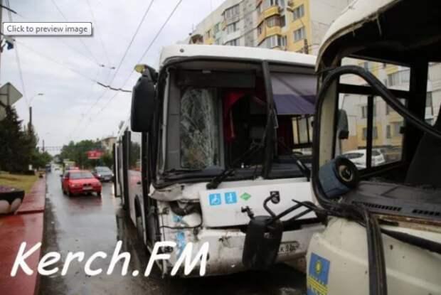 ДТП в Крыму: два автобуса врезались друг в друга
