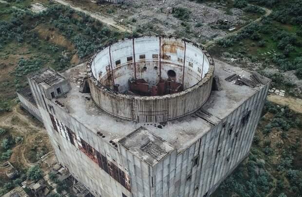 6 мрачных фото заброшенной Крымской АЭС, на которой проводили «Каzантип»