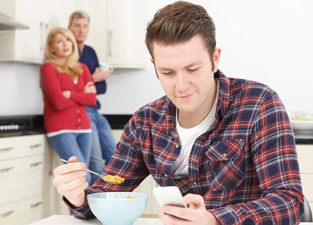 Папа, мама и всё еще я. Почему нынешняя молодежь не спешит начинать самостоятельную жизнь
