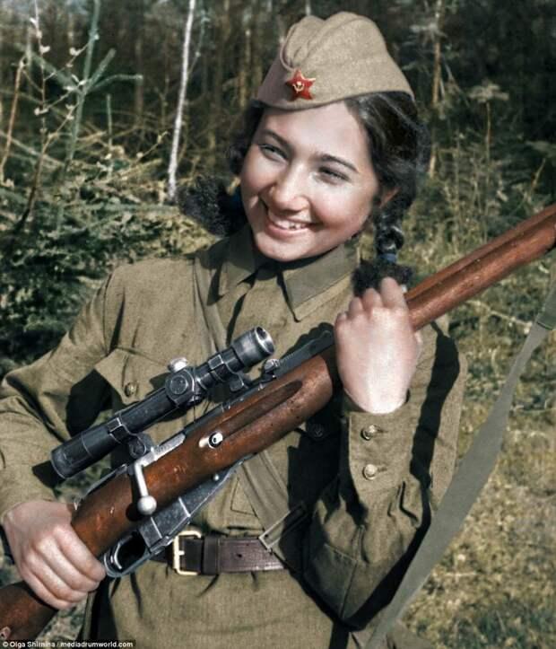Зиба Ганиева - снайпер-разведчик 130-й стрелковой дивизии. Уничтожила 129 фашистов женщины СССР, колоризация, колоризированные снимки, раскрашенные, снайперы