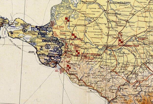 По эти немецким картам мы можем видеть как быстро изменилась для немцев обстановка под Новороссийском и в самом городе.