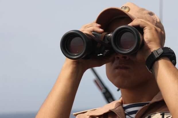 Военные РФ следят за действиями двух иностранных кораблей в Чёрном море