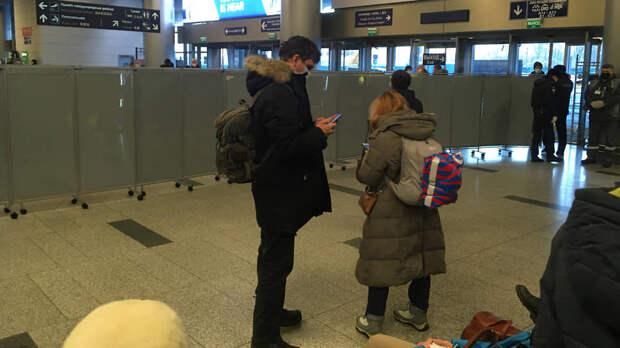 Перед прилетом Навального во Внуково начали пускать только по билетам