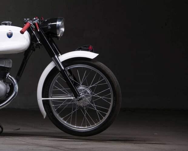 Мотоцикл восстановили в 2012 году. 4 ноября прошел аукцион, на котором этот лот был продан за 17.000 Евро. maserati, авто, байк, мото, мотоцикл, мотоциклы, олдтаймер, ретро мотоцикл
